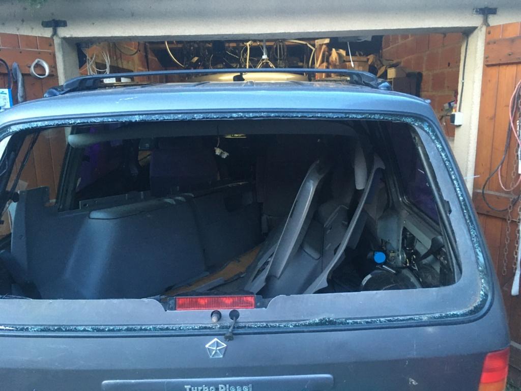 Lunette arrière Chrysler voyager briser  A52ad110