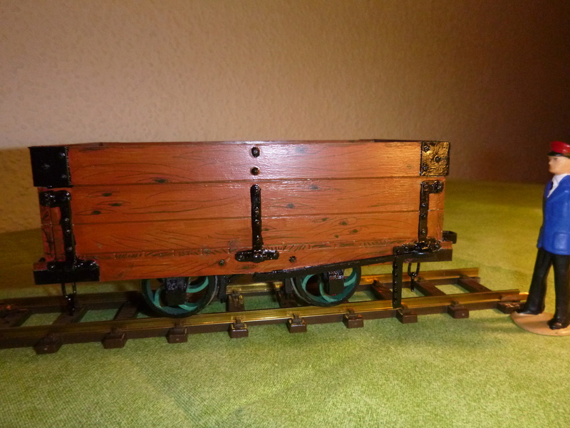 Binnie Engineering (GB) , 32mm Wagons, Loren ca. 1:19   P1030112