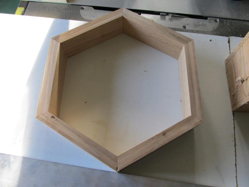 Un hexagone, comme une alvéole de ruche Hexago14