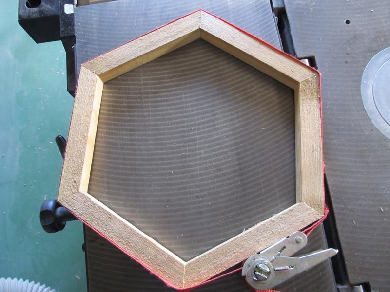 Un hexagone, comme une alvéole de ruche Hexago15