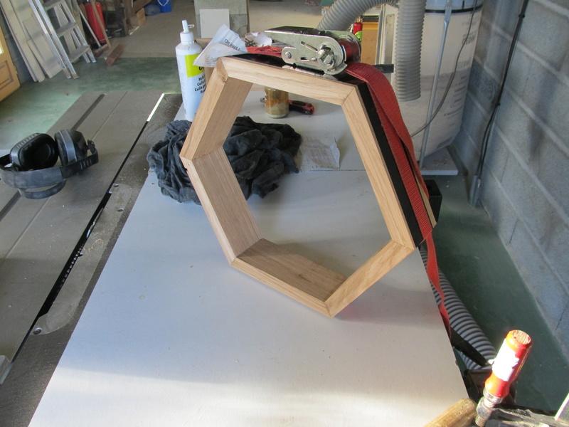 Un hexagone, comme une alvéole de ruche Hexago16
