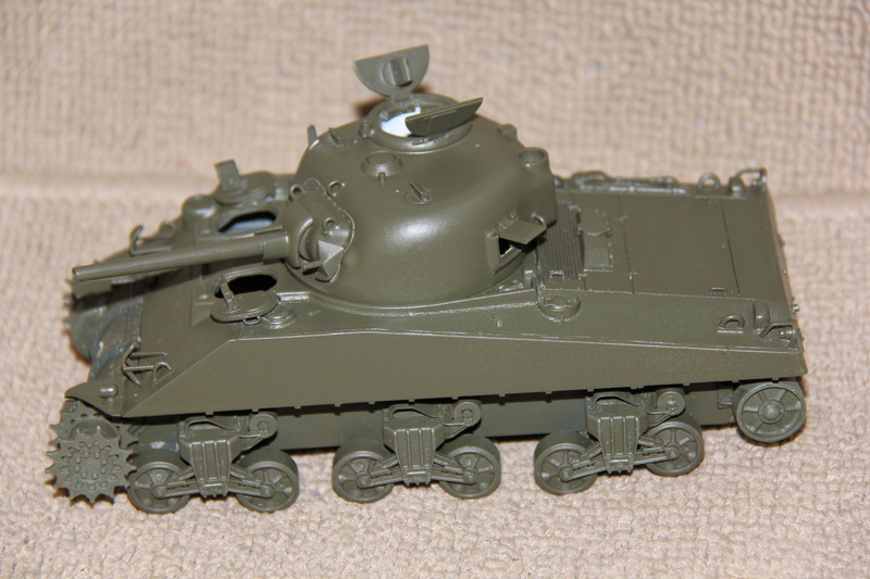 Sherman ( s ) 1/35 N°2 le M4A4 déco  - Page 2 00415