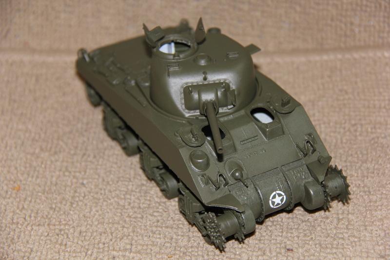 Sherman ( s ) 1/35 N°2 le M4A4 déco  - Page 2 00512