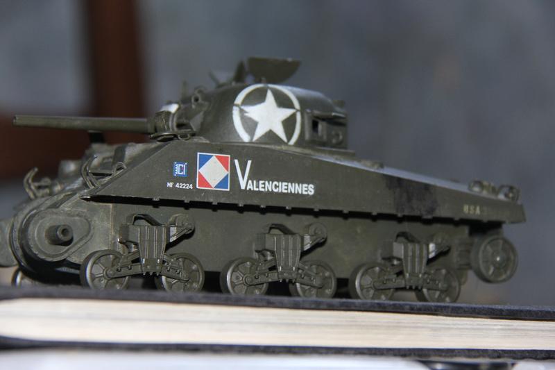 Sherman ( s ) 1/35 N°2 le M4A4 déco  - Page 2 00513