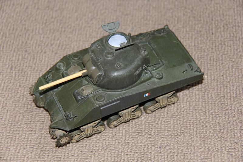 Sherman ( s ) 1/35 N°2 le M4A4 déco  - Page 2 01412