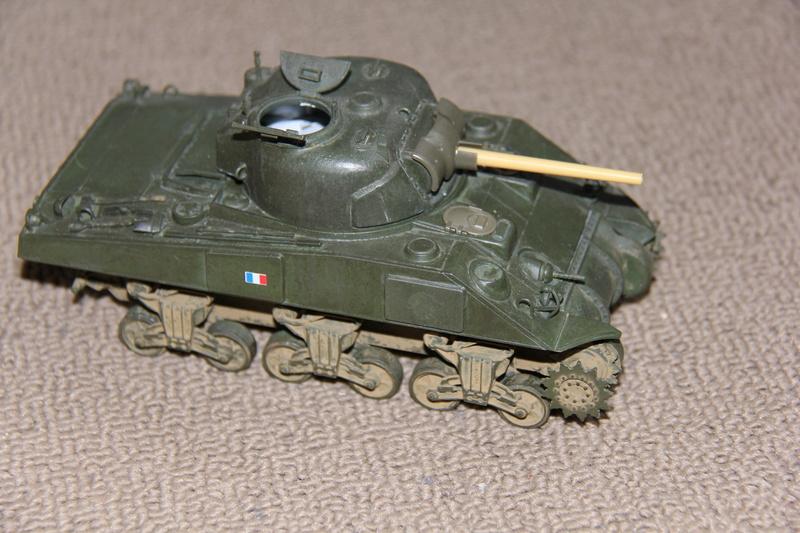 Sherman ( s ) 1/35 N°2 le M4A4 déco  - Page 2 01512