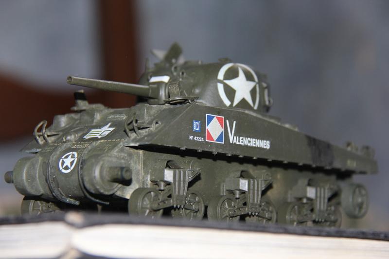 Sherman ( s ) 1/35 N°2 le M4A4 déco  - Page 2 01513