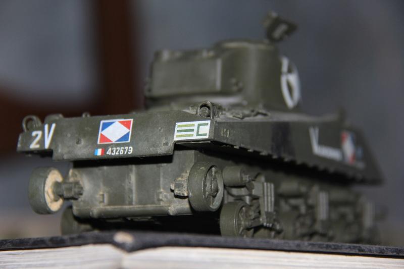 Sherman ( s ) 1/35 N°2 le M4A4 déco  - Page 2 01610