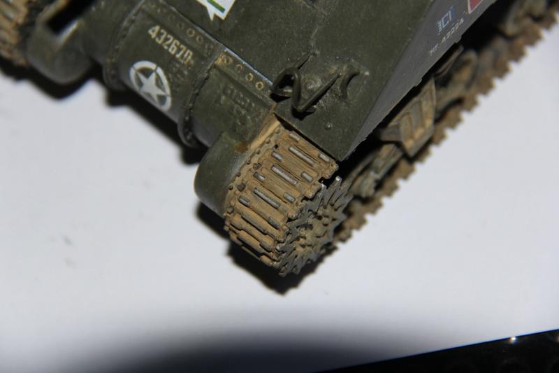 Sherman ( s ) 1/35 N°2 le M4A4 déco  - Page 3 01813