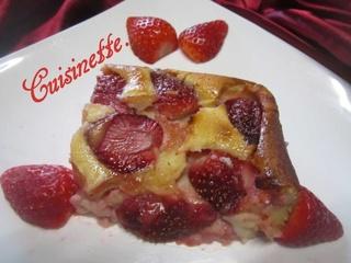 Clafoutis aux fraises & crème fraiche. 12472610