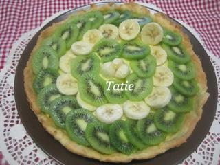 Tarte aux kiwis.bananes.sur une crème pâtissière. 16472811