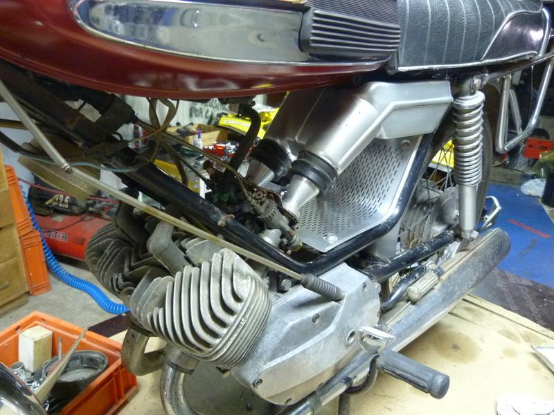 Rennaissance d'une 125 Standard oubliée dans le fond d'un garage. P1100312