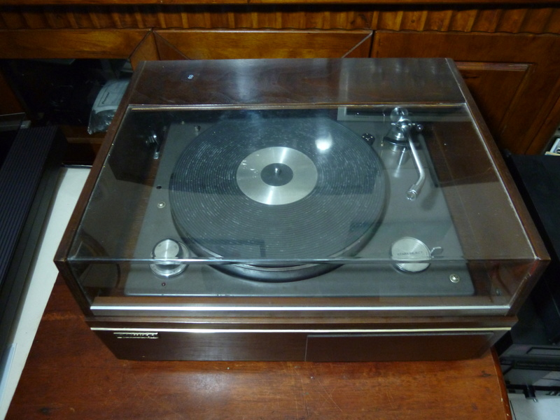 NIVICO SRP-471E-2  (JVC) 2 Speed Stereo Turntable- SOLD P1040117