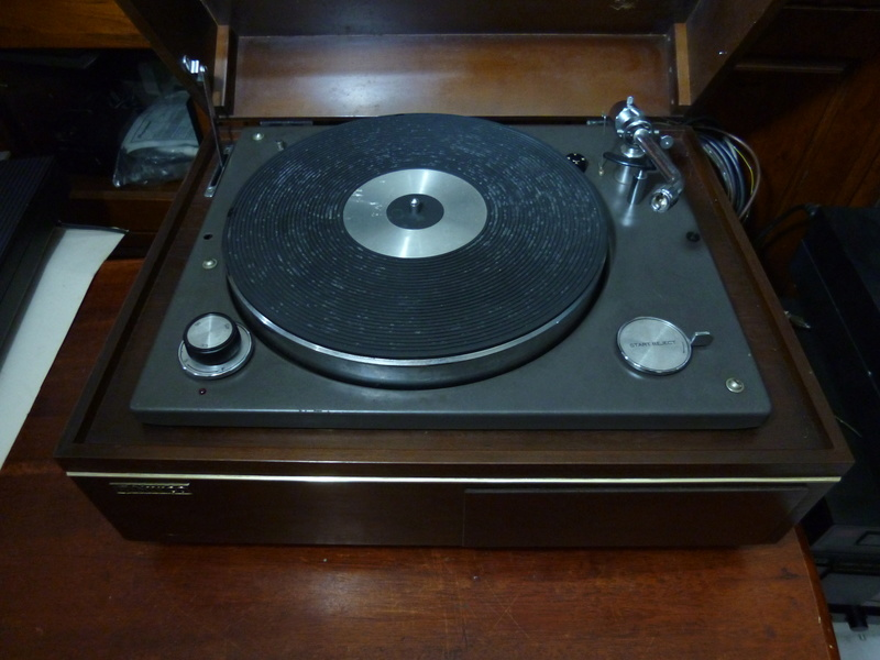 NIVICO SRP-471E-2  (JVC) 2 Speed Stereo Turntable- SOLD P1040118