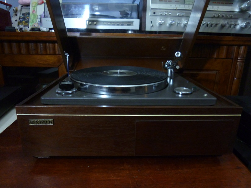 NIVICO SRP-471E-2  (JVC) 2 Speed Stereo Turntable- SOLD P1040120