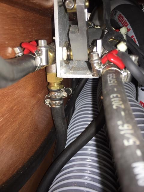 Transformer le réservoir d'eau tribord en un réservoir supplémentaire fuel ? Img_2012
