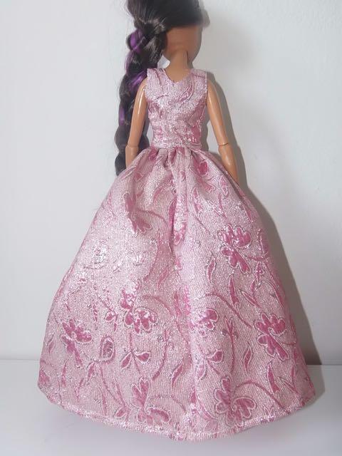 Une Barbie pour Noël - 43 cm articulée - Page 2 Barbie22