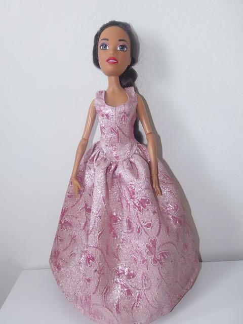 Une Barbie pour Noël - 43 cm articulée - Page 2 Barbie23
