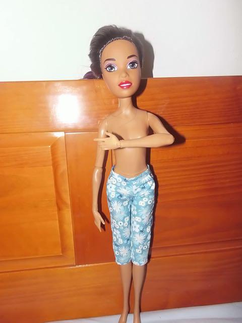 Une Barbie pour Noël - 43 cm articulée - Page 2 Barbie24