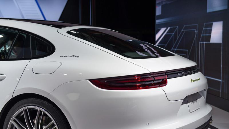 2016 - [Porsche] Panamera II - Page 14 2017-p24