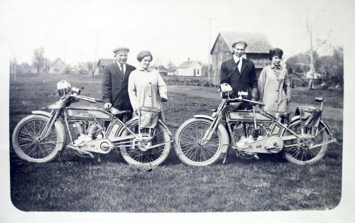 Vieilles photos (pour ceux qui aiment les anciennes photos de bikers ou autre......) - Page 10 Tumbl160