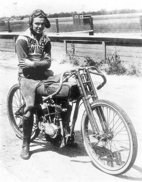 Vieilles photos (pour ceux qui aiment les anciennes photos de bikers ou autre......) - Page 10 Tumbl163