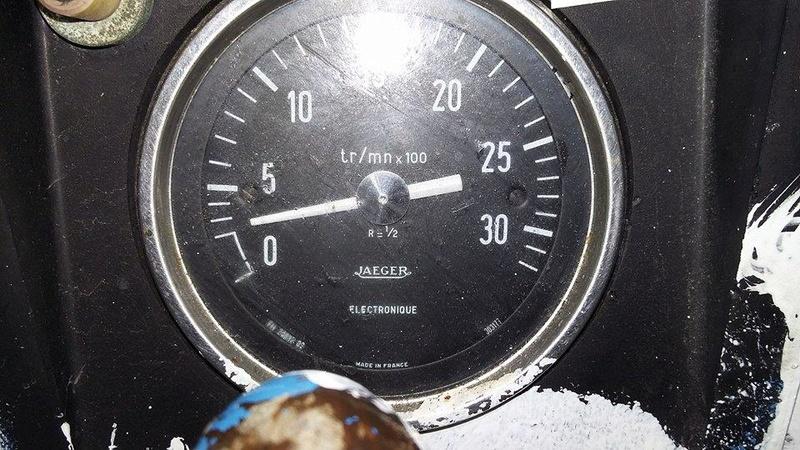 om 636 et compte tour mecanique  16736210
