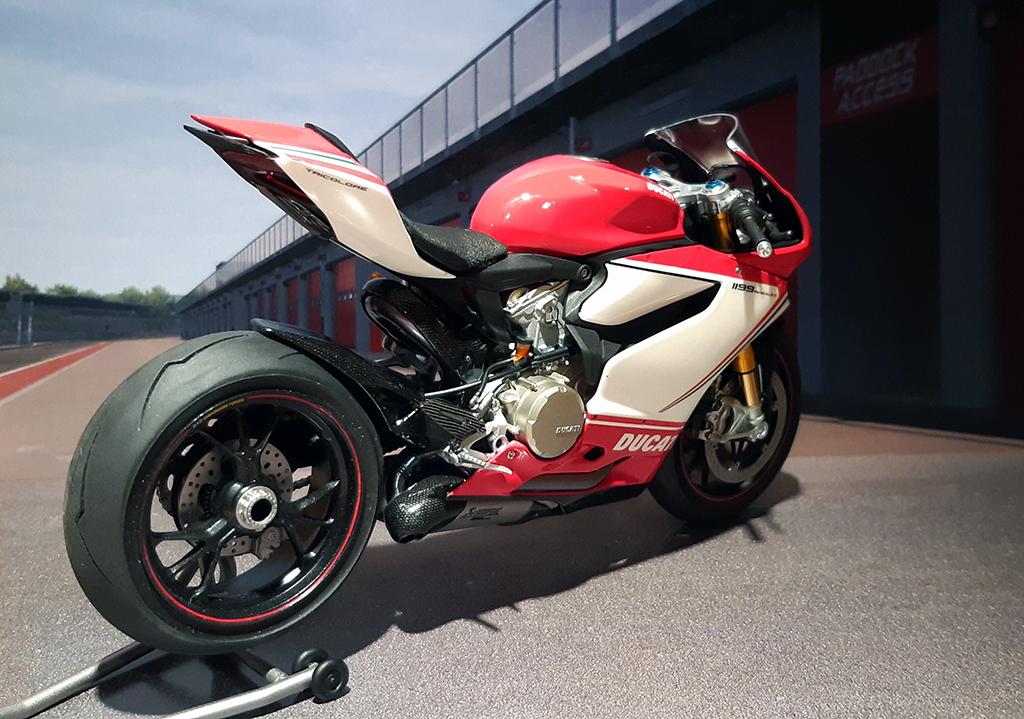 Ducati Panigale Tricolore - Page 2 J4tzzp10
