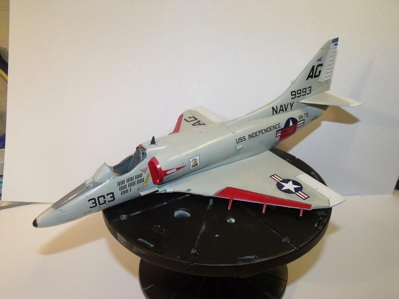 A-4 E Skyhawk - 1/ 48° Pont d'envol fait - Avion fini - accessoires de pont en confection. - Page 3 Dscf6820