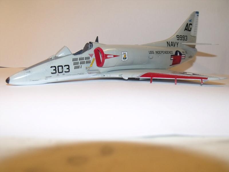 A-4 E Skyhawk - 1/ 48° Pont d'envol fait - Avion fini - accessoires de pont en confection. - Page 3 Dscf6821