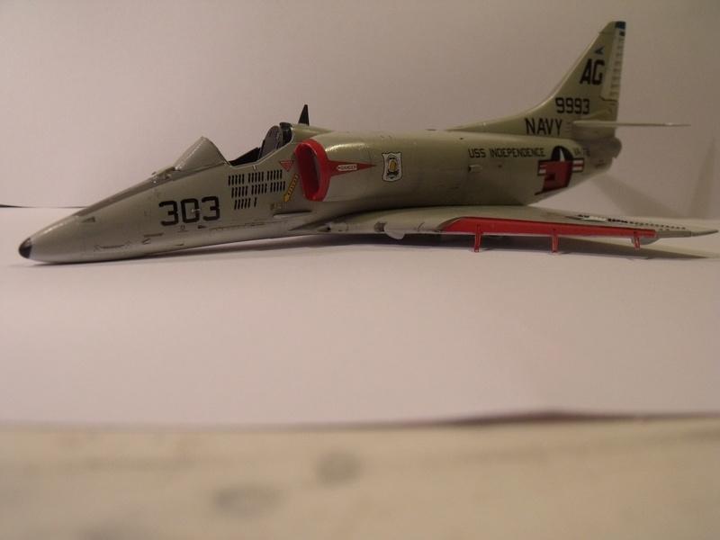 A-4 E Skyhawk - 1/ 48° Pont d'envol fait - Avion fini - accessoires de pont en confection. - Page 3 Dscf6822