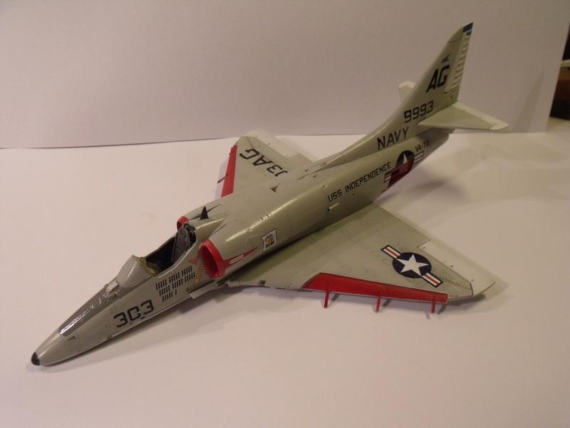 A-4 E Skyhawk - 1/ 48° Pont d'envol fait - Avion fini - accessoires de pont en confection. - Page 3 Dscf6823