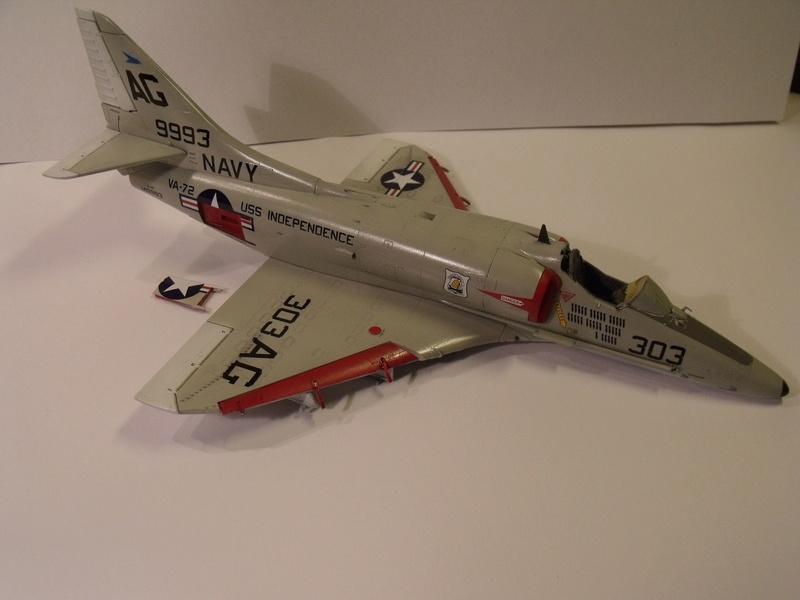 A-4 E Skyhawk - 1/ 48° Pont d'envol fait - Avion fini - accessoires de pont en confection. - Page 3 Dscf6824