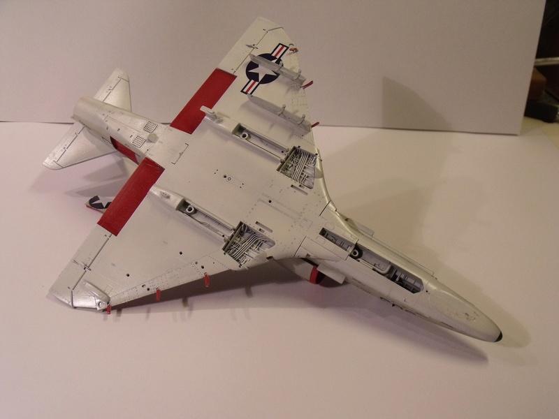 A-4 E Skyhawk - 1/ 48° Pont d'envol fait - Avion fini - accessoires de pont en confection. - Page 3 Dscf6825