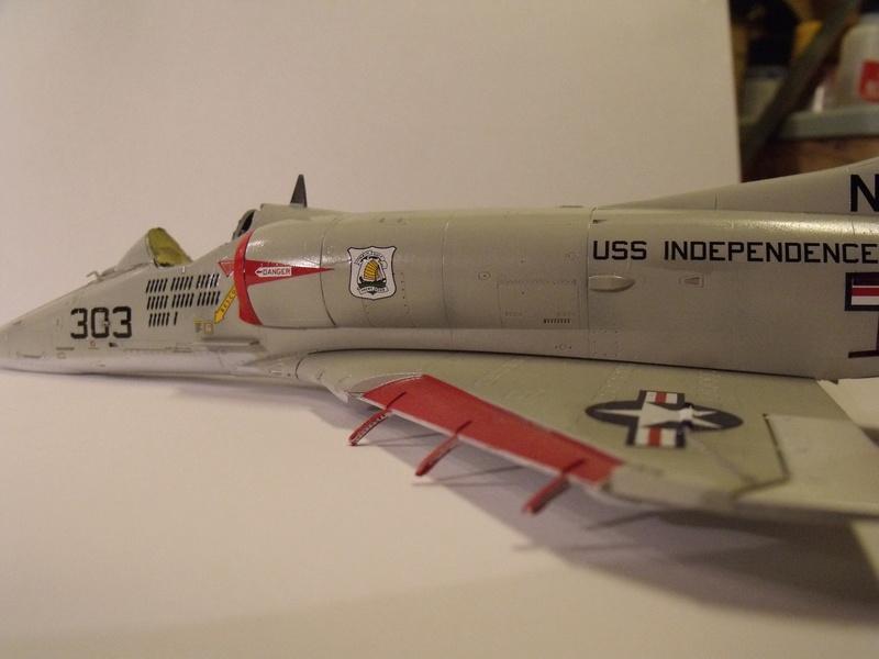 A-4 E Skyhawk - 1/ 48° Pont d'envol fait - Avion fini - accessoires de pont en confection. - Page 3 Dscf6826