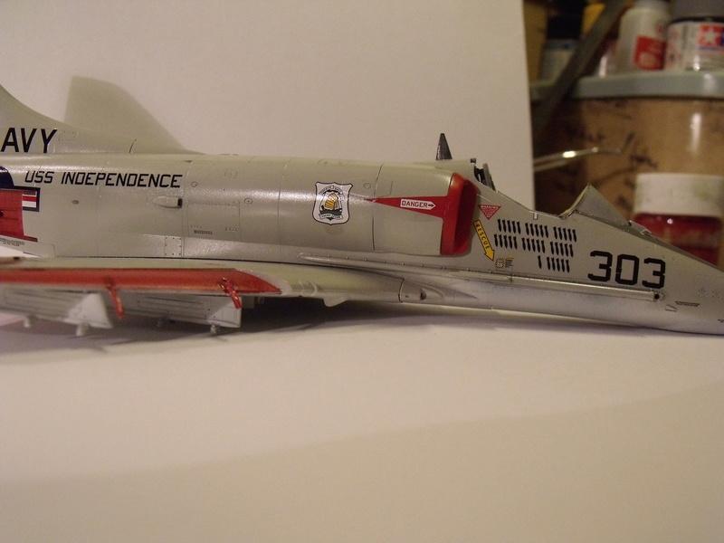 A-4 E Skyhawk - 1/ 48° Pont d'envol fait - Avion fini - accessoires de pont en confection. - Page 3 Dscf6827
