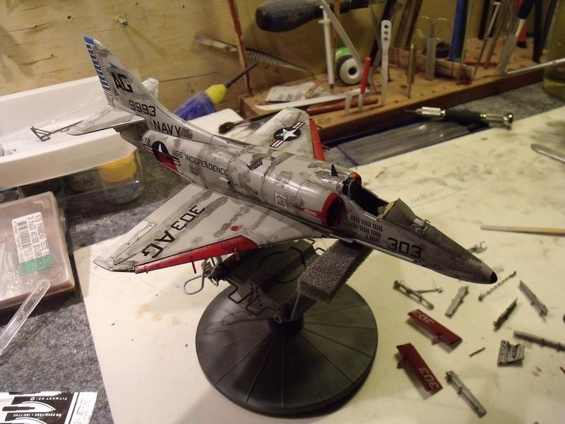 A-4 E Skyhawk - 1/ 48° Pont d'envol fait - Avion fini - accessoires de pont en confection. - Page 4 Dscf6828