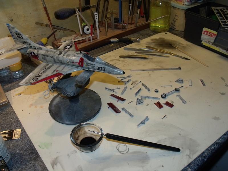 A-4 E Skyhawk - 1/ 48° Pont d'envol fait - Avion fini - accessoires de pont en confection. - Page 4 Dscf6831