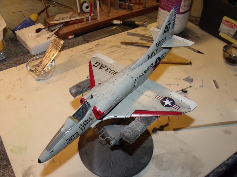 A-4 E Skyhawk - 1/ 48° Pont d'envol fait - Avion fini - accessoires de pont en confection. - Page 4 Dscf6832