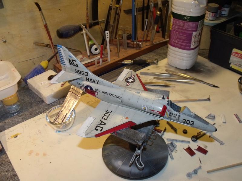 A-4 E Skyhawk - 1/ 48° Pont d'envol fait - Avion fini - accessoires de pont en confection. - Page 4 Dscf6833