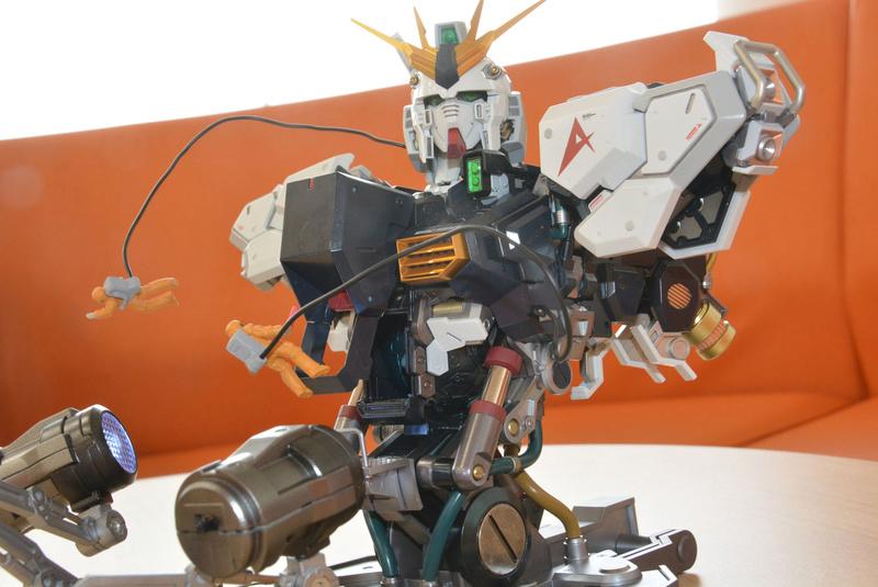Nu Gundam Bust Display (Formania EX / Bandai) X3621
