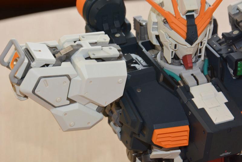 Nu Gundam Bust Display (Formania EX / Bandai) X3719