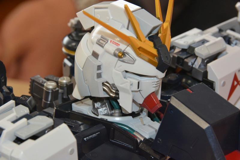 Nu Gundam Bust Display (Formania EX / Bandai) X3819