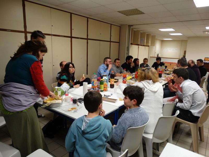 Soirée repas de noël, AG et jeux le 16 décembre à 20h à la MPT SAINT CHERON Dsc01710
