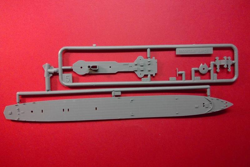 Aviso rapide  type E50 Le BRESTOIS 1/400ème Réf 547  Helle140