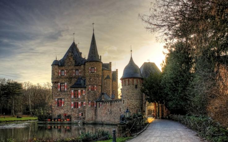 Dvorci,tvrđave i zamkovi - Page 3 Zamak418