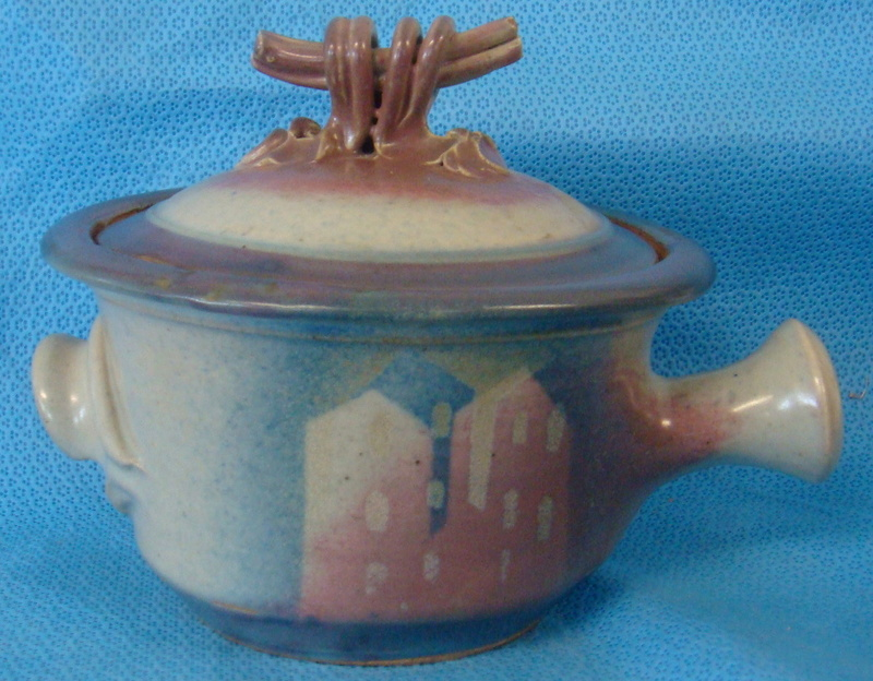 Pottery with houses or buildings in pink & Blue glaze - Jane Gregory/McCallum Dsc00212
