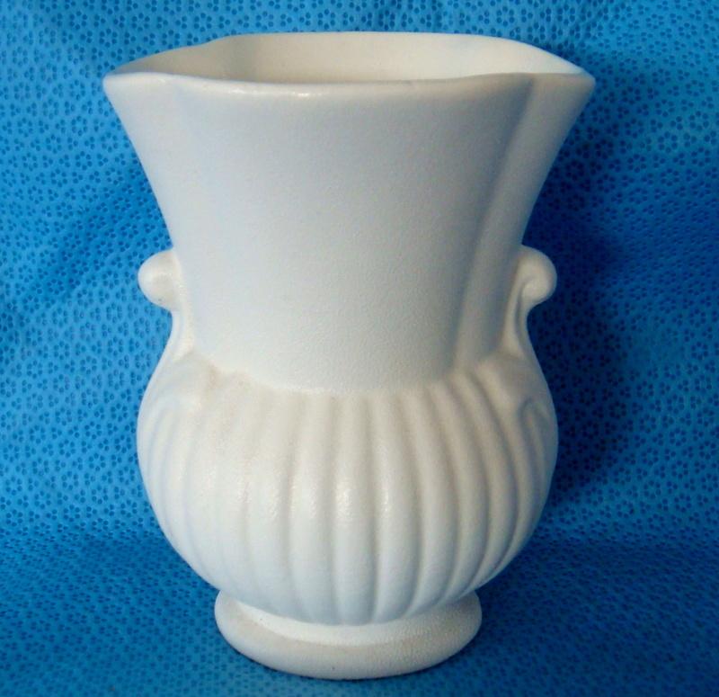 Titian PV112 Squat urn vase Dsc05510