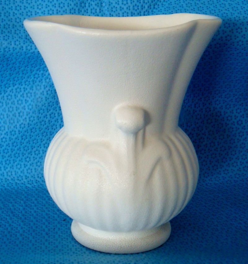 Titian PV112 Squat urn vase Dsc05511