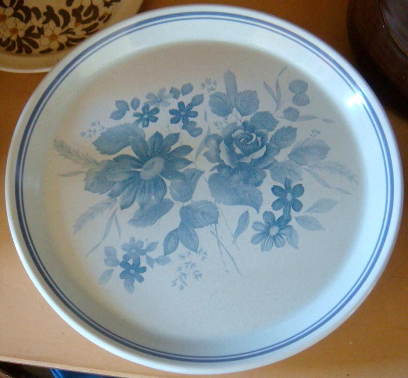 Is it Crown Lynn Blue Bouquet or Chinese? Dsc09710